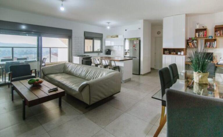 צור הדסה – 4 חדרים מושקע עם נוף
